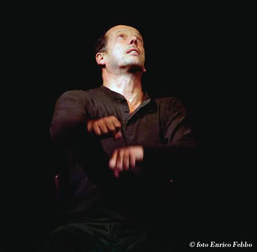 Marco Baliani in Kohlhaas. Foto di Enrico Febbo, tratta da www.marcobaliani.it