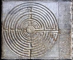Un labirinto medievale, inciso sul portico della chiesa di San Martino, a Lucca